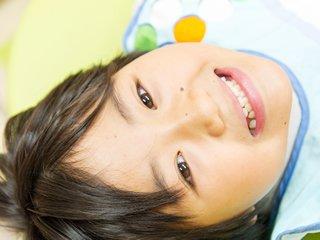 できるかぎり歯を抜かない(非抜歯)強制治療
