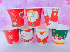紙コップがクリスマスバージョンに 大田区蒲田の小児歯科